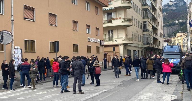 Partite Iva, ristoratori e coordinamento scuole aperte protestano al Genio Civile di Salerno contro restrizioni e chiusure