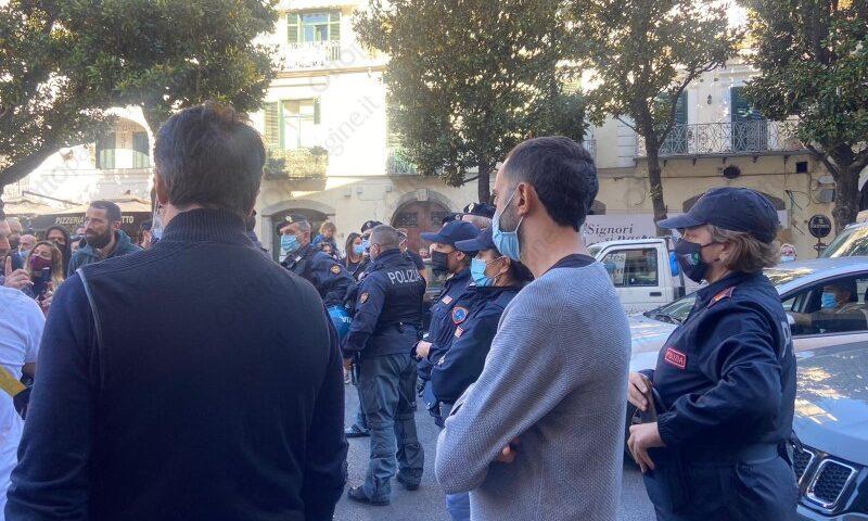 Covid e crisi, 20 categorie di commercianti protestano in strada a Salerno