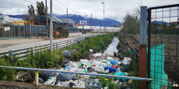 Degrado ambientale e rifiuti nel Sarno, la Senatrice Angrisani allerta il Noe