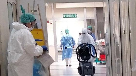"""L'infettivologo dell'ospedale Cardarelli: """"Lieve diminuzione dei contagiati"""""""