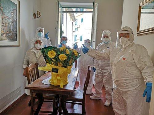 Federfiori omaggia le anziane della casa albergo Immacolata Concezione di Salerno