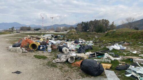Salerno, discarica a cielo aperto rinvenuta nei pressi di Marina d'Arechi