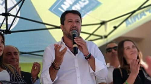 """""""Ha trattenuto 147 migranti"""", la Procura di Palermo chiede il processo per Salvini"""