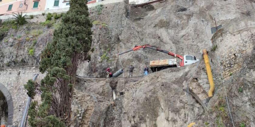 Frana ad Amalfi, domani posa dei pali di fondazione