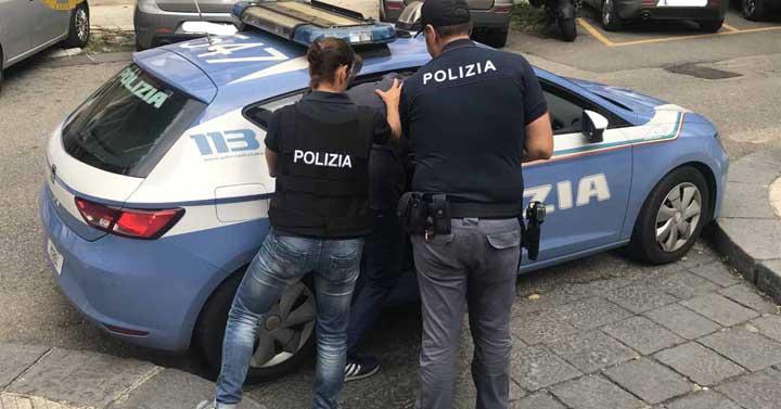 Ruba fucile nel Salernitano, in manette a Fondi