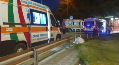 """Fila di ambulanze davanti agli ospedali della Campania, Iannone (Fdi): """"Che fine hanno fatto i covid center di De Luca?"""""""