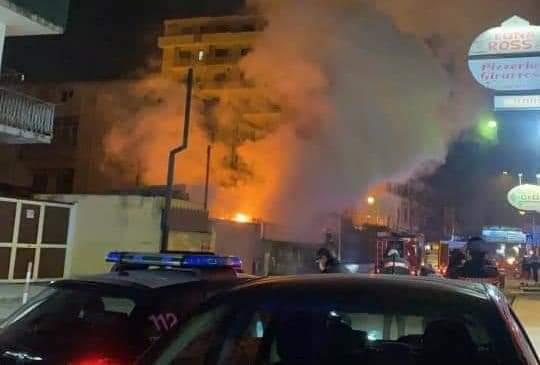 Pagani, fiamme nel centro di demolizione di via De Gasperi