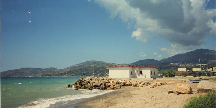 Villa in spiaggia a Casalvelino, martedì gli accertamenti del Comune