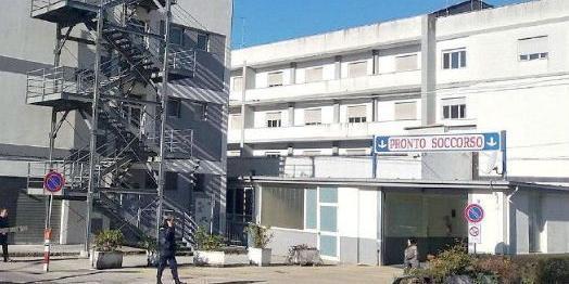 Polla, reparti ospedale a rischio chiusura: il sindaco scrive a De Luca