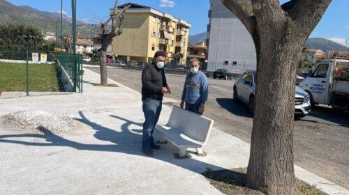 Roccapiemonte, nuova panchina nell'area intitolata a Catello Mari