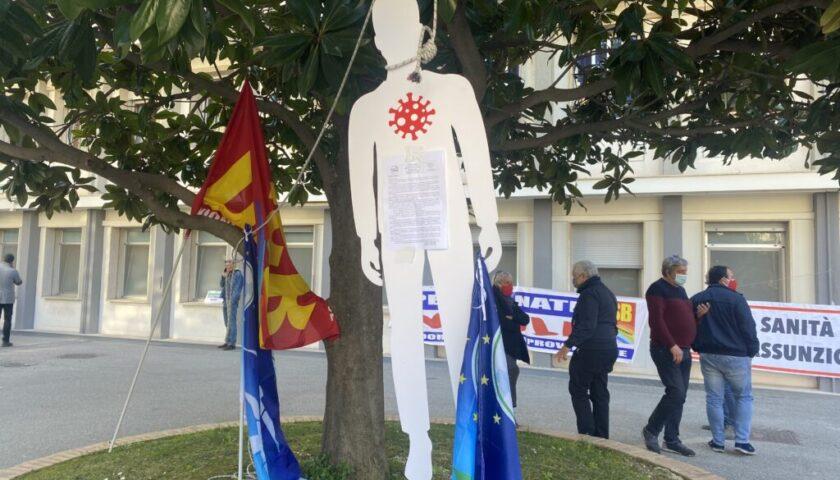 """Protesta sanità al Ruggi, l'Usb: """"Strage di Stato"""""""
