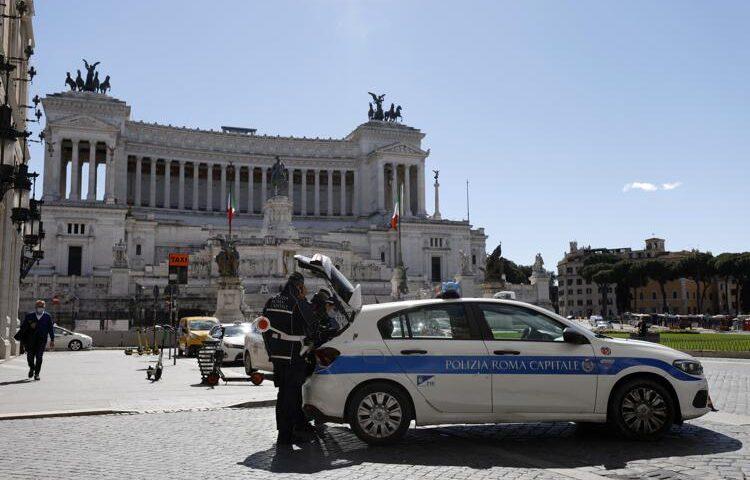"""Covid in Italia, """"il rallentamento in Italia si avrà a metà aprile"""""""