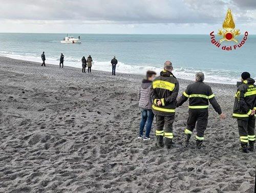 Operazione dei vigili del fuoco di Salerno a Scalea, recuperato cadavere in mare