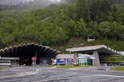 Il 18 marzo del 1964 l'inaugurazione del Traforo del San Bernardo, primo tunnel sotto le Alpi