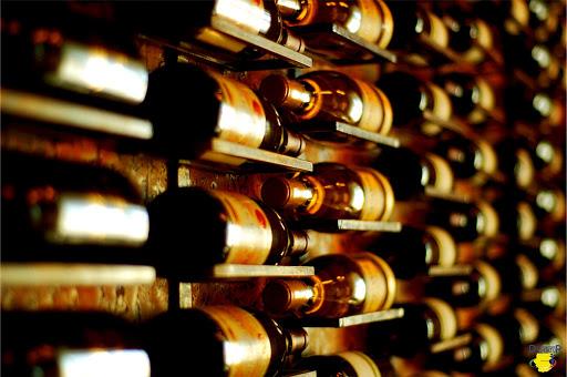Coldiretti: miliardi di vini nelle cantine, ora serve distillare