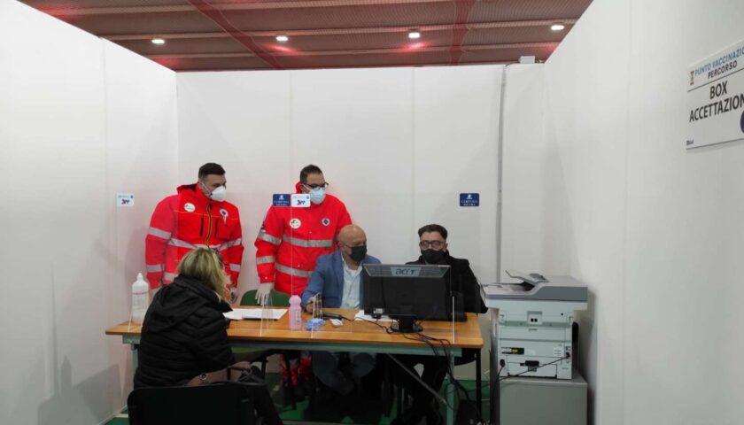 Baronissi, al via il piano vaccinale all'interno del PalaIrno: oggi 100 dosi per il personale scolastico