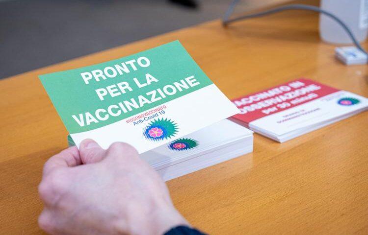 Il vaccino AstraZeneca anche per gli over 65