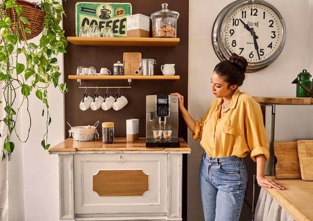 Covid: la pausa caffè si sposta in casa, 40% ha l'home bar
