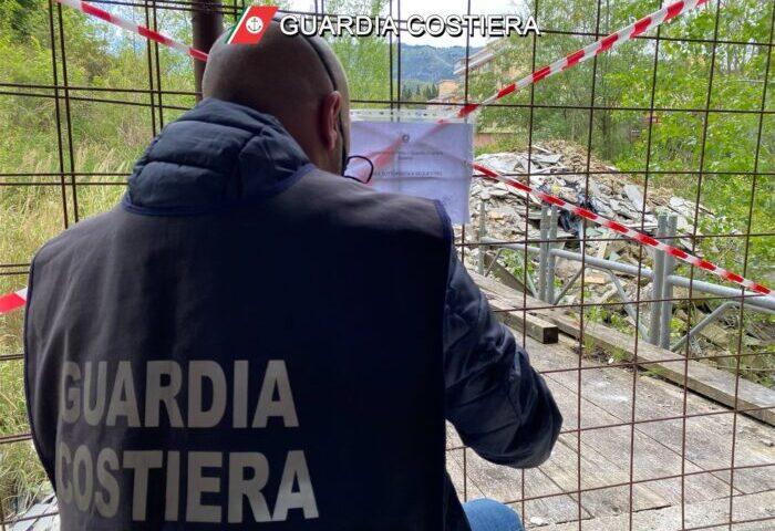 Deposito di rifiuti edili a Pellezzano, blitz e sequestro della Guardia Costiera