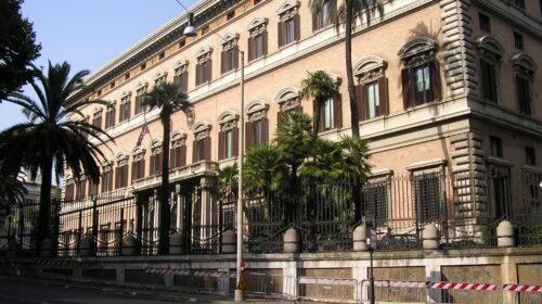 """L'ambasciata Usa ai concittadini: """"Non venite in Italia, è alto il rischio Covid"""""""