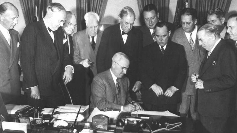 Il 3 aprile del 1948 il presidente Usa Truman firma il piano Marshall per l'Europa devastata