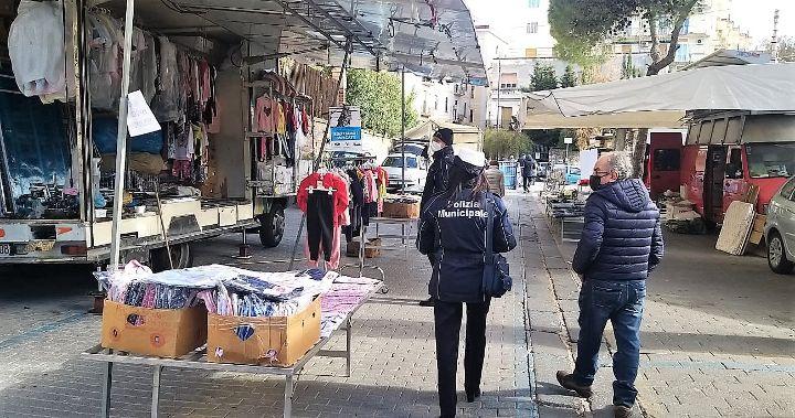 Ambulanti Campania, protesta con esposizione merce