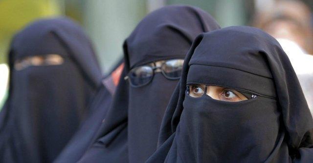 L'11 aprile del 2011 la Francia diventa il primo Paese a vietare il burqa