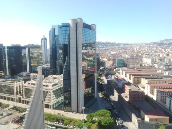 Napoli, donna precipita da edificio del centro direzionale e muore