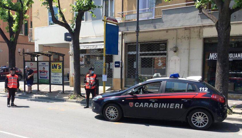 Furto nell'auto mentre va a prendere i figli a scuola: presi due ladri a San Marzano