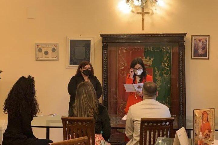"""Pagani, l'assessore Oliva celebra il primo matrimonio civile della """"gentilezza"""""""
