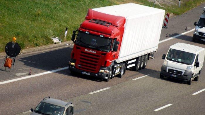 A Montecorvino Pugliano 4 giovani immigrati scoperti in un camion