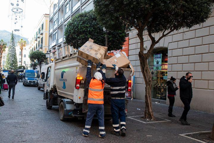 RACCOLTA DIFFERENZIATA A SALERNO, SI ARRESTA LA FLESSIONE