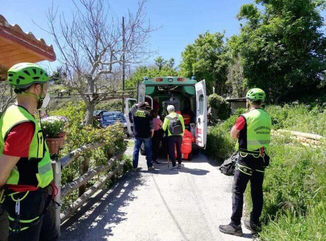 Escursionisti e feriti in costiera amalfitana, intervento salvataggio del soccorso alpini