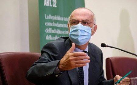 """Rezza dell'Iss: """"Siamo al giro di boa, decessi in crescita ma i vaccini sono il vero antidoto"""""""