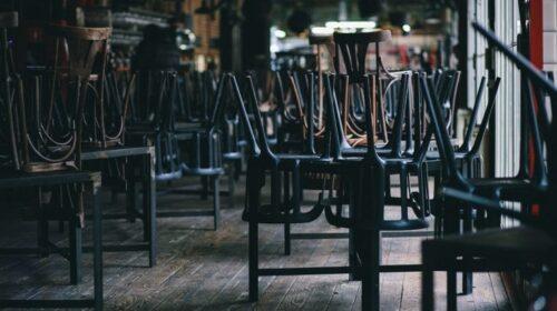 Napoli. Ristoratori in piazza con tovaglie e stoviglie: ridateci dignità