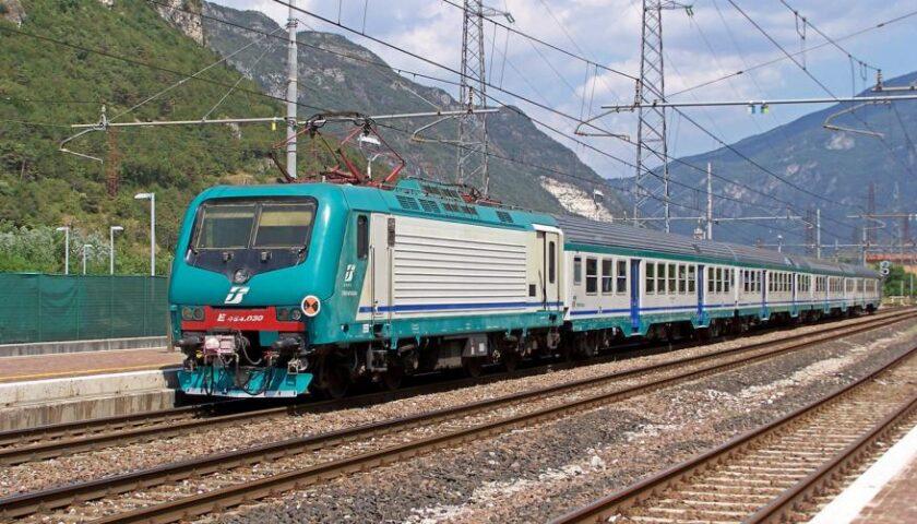Scoperta del Nas: tracce di coronavirus sulle superfici di treni e bus