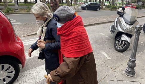 La signora Maria Pastore vaccinata a 102 anni all'Augusteo di Salerno