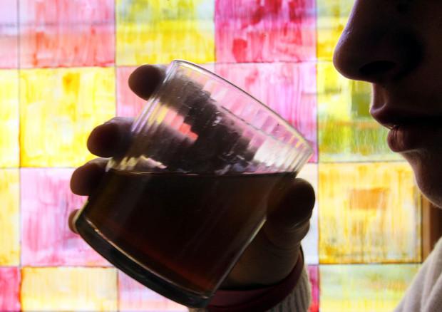 Iss, la pandemia fa impennare fino al 250% il consumo di alcol a casa