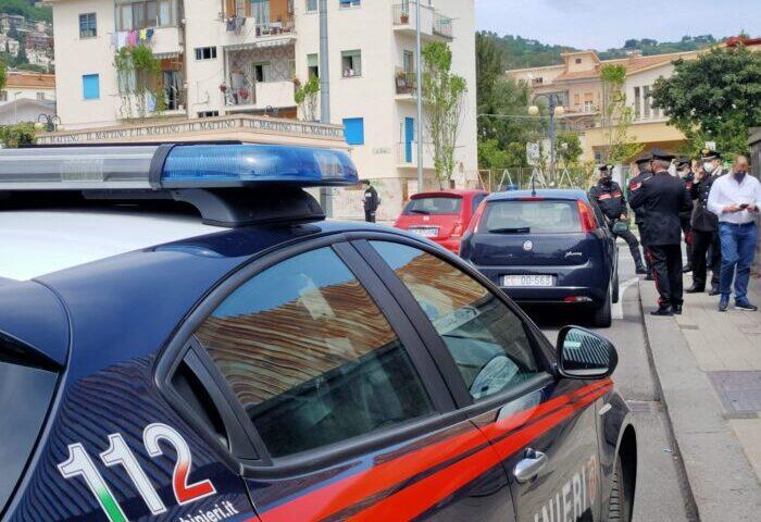 Salerno, spari davanti alla scuola Alemagna di Torrione, acciuffato l'autista della Citroen C3