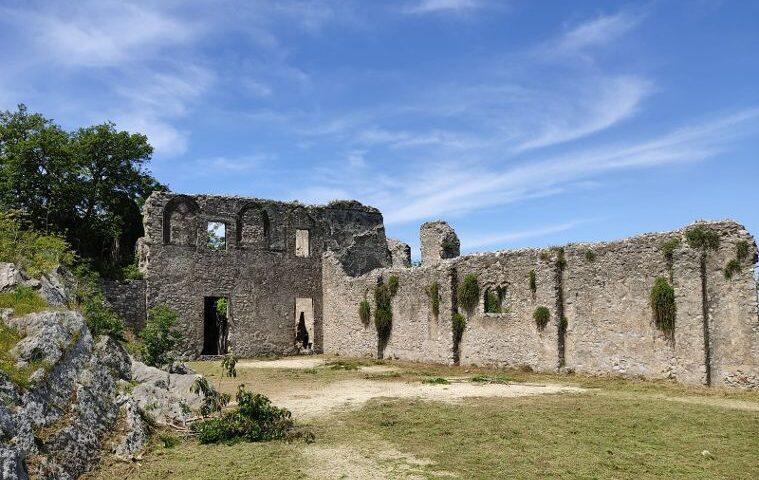 Nocera Inferiore, affidata la gestione del verde pubblico ad una ditta esterna, parte il programma di manutenzione dal Castello del Parco