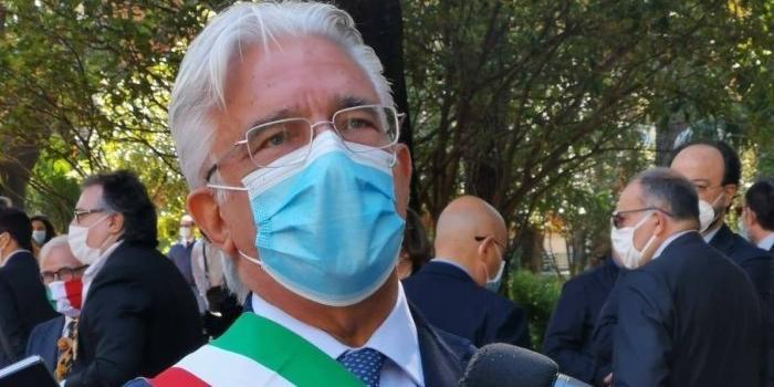 """Salerno, il sindaco Napoli: """"Grazie Salernitana, stasera il Comune si colorerà di granata"""""""