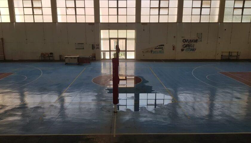 La Hippo Basket Salerno evidenzia lo stato di abbandono della palestra dell'IIS Genovesi-Da Vinci