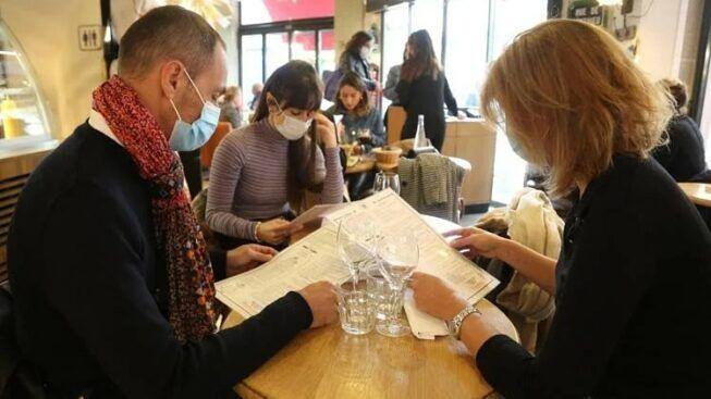 Ristoranti, nuove regole sull'uso della mascherina