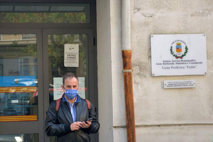 Salerno, le associazioni: riaprire subito l'ufficio anagrafe di Fratte e ripristinare i servizi ai cittadini con celerità ed efficienza