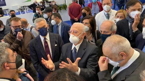 """Covid, De Luca: """"Obiettivo è immunizzare tutta Napoli per luglio"""""""