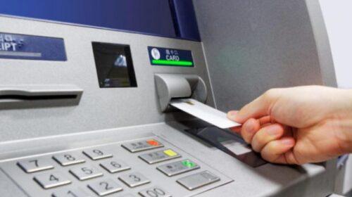 Rivoluzione bancomat, meno prelievi e più commissioni