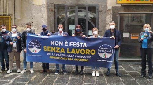 Non c'è festa senza lavoro, flash mob di FdI a Salerno