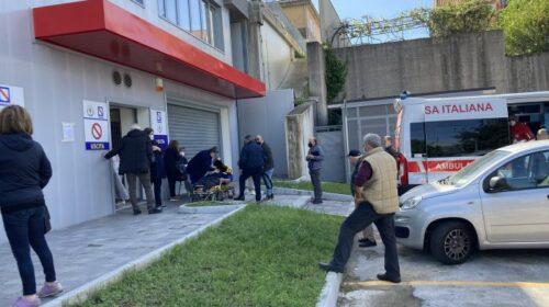 Vaccini a Salerno, malore per un vigilantes a Matierno