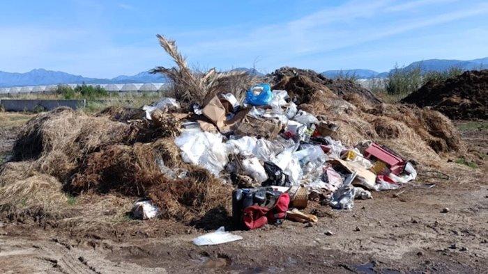 Sversamento illecito di rifiuti, nei guai imprenditore zootecnico di Eboli