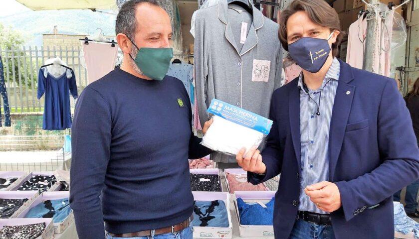 A Pagani Comune e Anva consegnano mascherine agli ambulanti